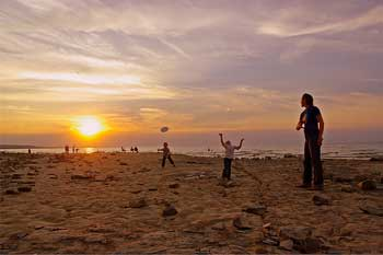 """Daniel Brandsma's snapshot of a family Frisbee game is """"brimming with life,"""" said judges.  DANIEL BRANDSMA"""
